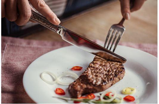 Российский врач раскрыла опасность отказа от мяса