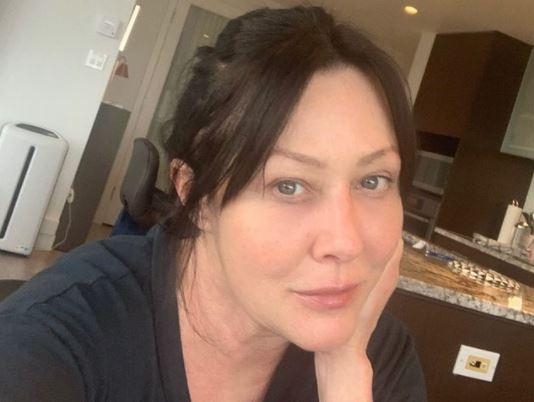 Больная раком актриса Шеннен Доэрти показала, как выглядит без фильтров