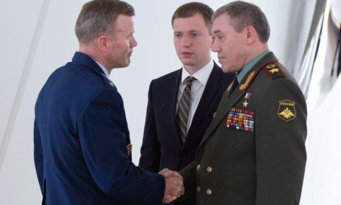 Американский генерал объяснил, зачем НАТО стягивает войска к границам России
