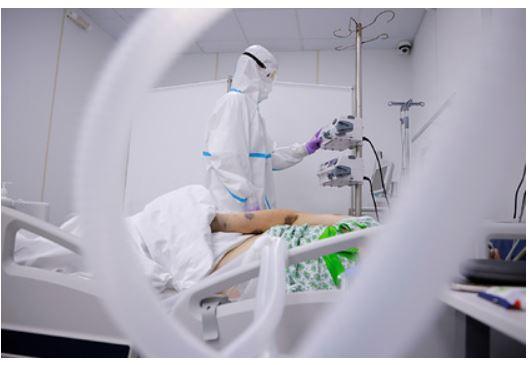 Врачи рассказали о способности коронавируса убивать рак