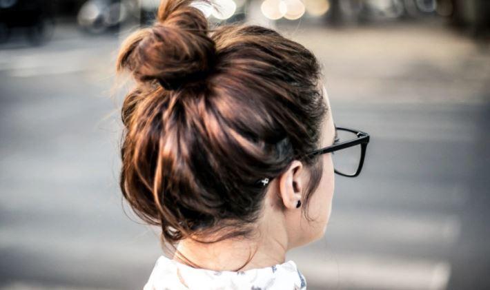 Трихолог рассказал о самой вредной для здоровья волос прическе