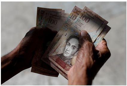 Власти Венесуэлы решили повысить минимальную зарплату до 2,5 доллара