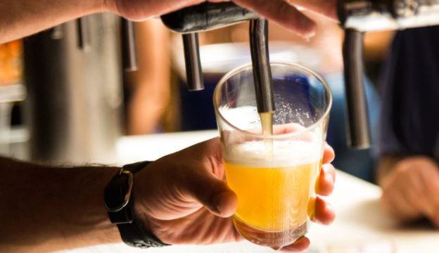 Жителей Нью-Джерси заманивают на вакцинацию бесплатным пивом