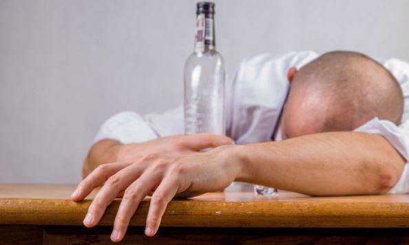 Психолог объяснил, как бороться с тягой к алкоголю