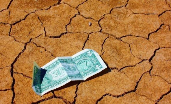 Аналитики объяснили падение доллара до 72 рублей на Мосбирже