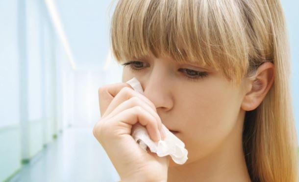 Врач-иммунолог объяснила, как отличить сезонную аллергию от ОРВИ