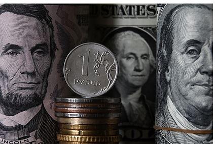 Финансист дал советы россиянам по заработку на падении курса рубля