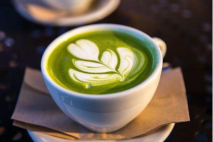 Диетологи назвали полезные и вкусные альтернативы утреннему кофе