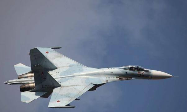 Истребитель Су-27 сопроводил американский бомбардировщик над Балтикой