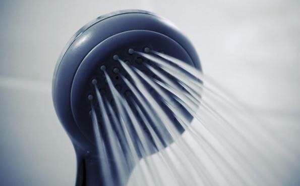 Горячий душ может угрожать здоровью кожи