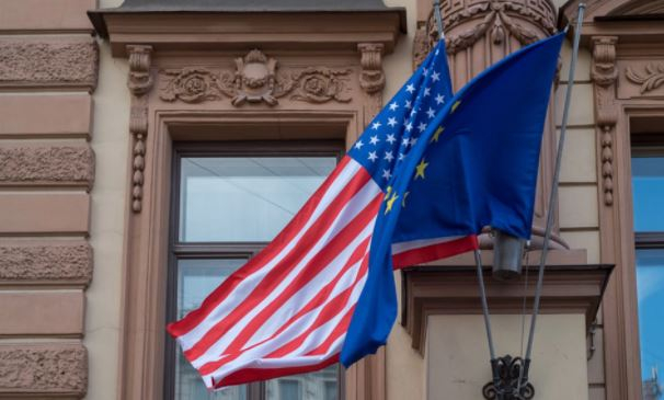Американский политолог оценил «беспомощность» Европы без опеки США