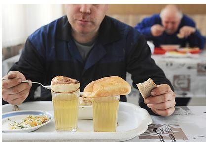 Онколог оценил способ Мясникова распознать рак при приеме пищи