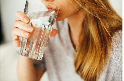 Россиянам назвали норму потребления воды в жару