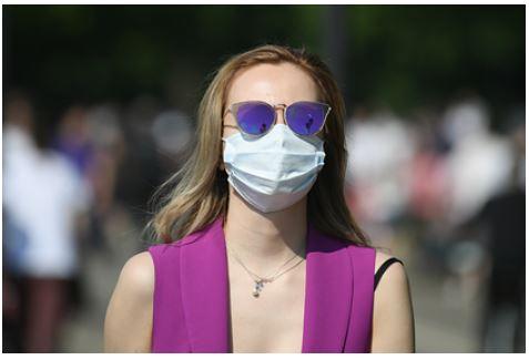 Эксперт оценила влияние жары на интенсивность циркуляции коронавируса