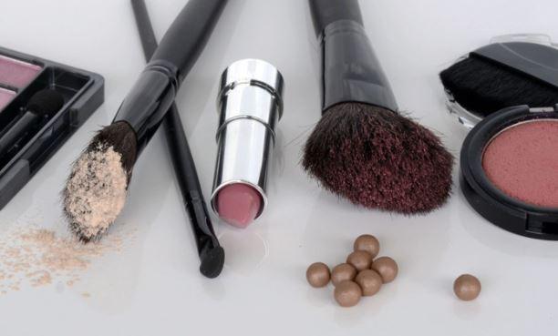 Ученые объяснили, какая косметика может вызывать развитие рака
