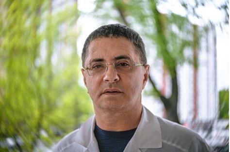 Доктор Мясников рассказал о разработке универсальной вакцины от коронавирусов