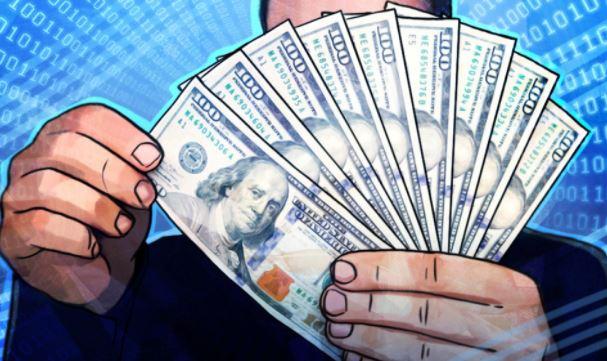 Финансист Мкртчян посоветовал не спешить с продажей доллара