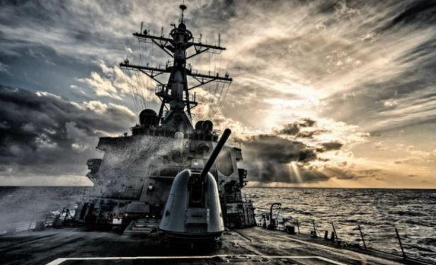 Военные аналитики рассказали, как «нищие» ВМС США скатываются в хаос