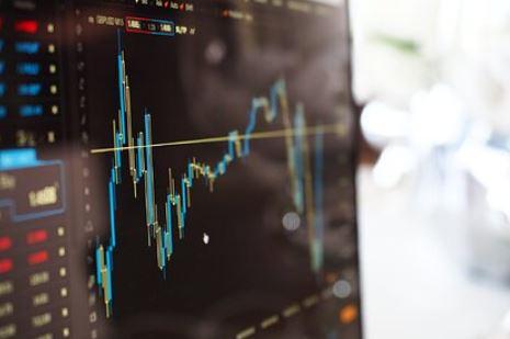 Россиянам назвали минимальную сумму для торговли на бирже