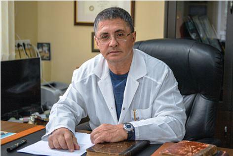 Мясников прокомментировал слова об опасности вакцинации для курильщиков