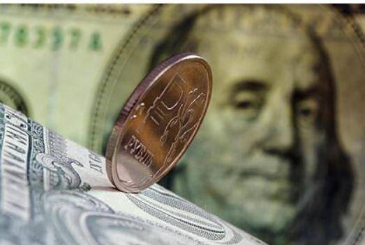 Аналитик назвал «честный» курс рубля