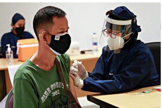 В КНР сообщили об отсутствии планов по признанию вакцин с Россией
