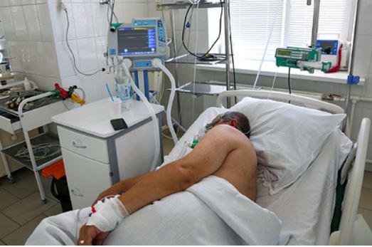 Иммунолог оценил опасность заражения двумя штаммами коронавируса одновременно