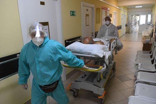 Российский врач назвала две причины более легкого течения COVID-19 у детей