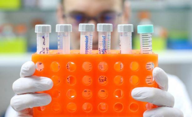 В Роспотребнадзоре призвали не увлекаться подсчетом антител после вакцинации