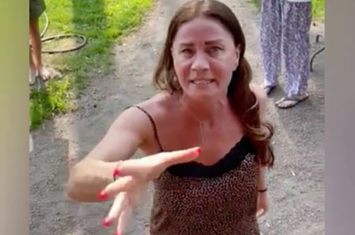 Адвокат рассказал о ранее нападавшей на людей соседке Стаса Пьехи
