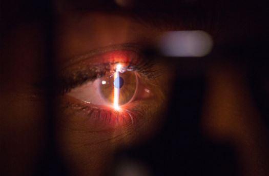 У переболевших коронавирусом нашли повреждения глаз