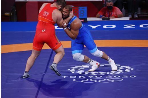 Борец Семенов принес сборной России 50-ю медаль на Олимпиаде