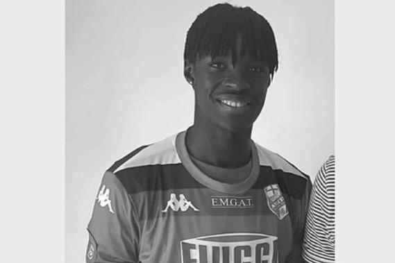 19-летний футболист умер после положительного теста на коронавирус