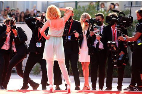 Наряд Кристен Стюарт на премьере фильма вызвал недоумение в соцсетях